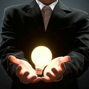 Light Bulb in Hands SiwuSK3OAWziGaJYVKZuTvgU3WLEOj9mKIcfiaZcsoo