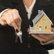 House with Keys in Hands cmcDAspvas7iEB4PmnVTQwUdgHDRZ33V9PcTMh3shIo
