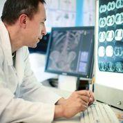 Medical Doctor Looking at X-Rays UEqezi3xFBnArpK97T8TlFEeDXZSGlDCVCCJntiVSYs