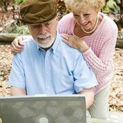 Computer Older Couple on Laptop q-galBNgePsnAJtLi9qzL8fWbkeuXjVBlqAyEesKMMU